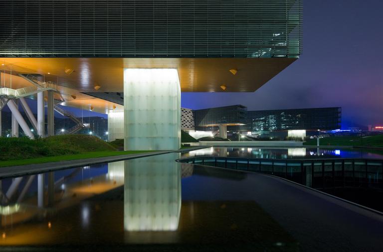 Horizontal Skyscraper - Vanke Center