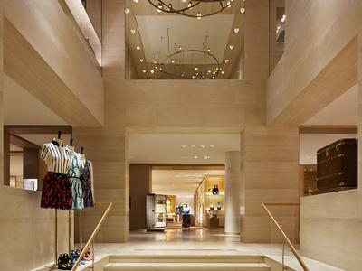 Louis Vuitton Avenue Montaigne